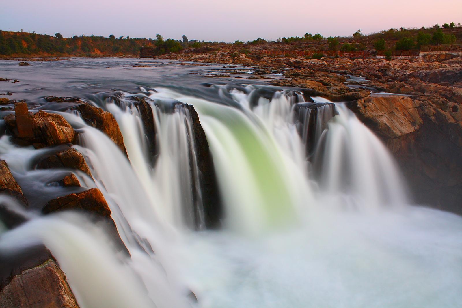 Dhuandhaar_Waterfall.jpg